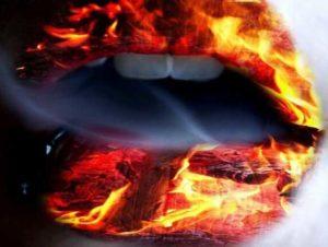горят губы