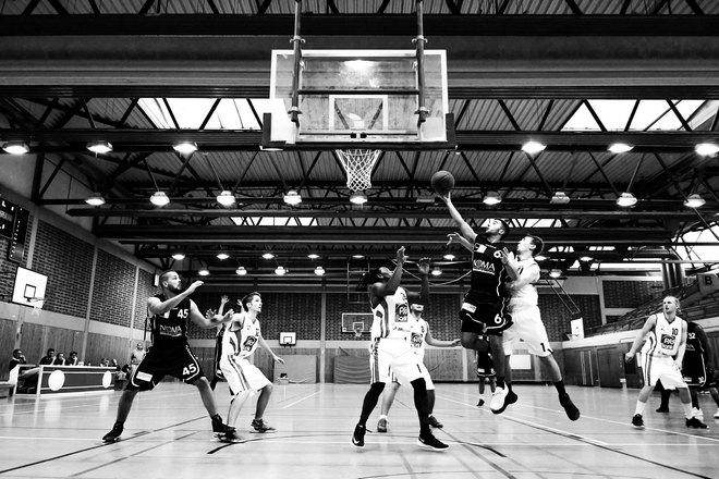 Толчки локтями в баскетболе неизбежны