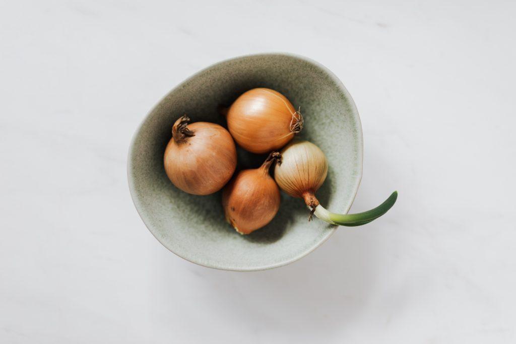 Гадание на беременность по луковице