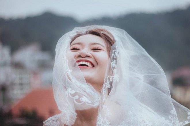 Невеста чихает