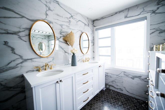 Ванная с овальными зеркалами