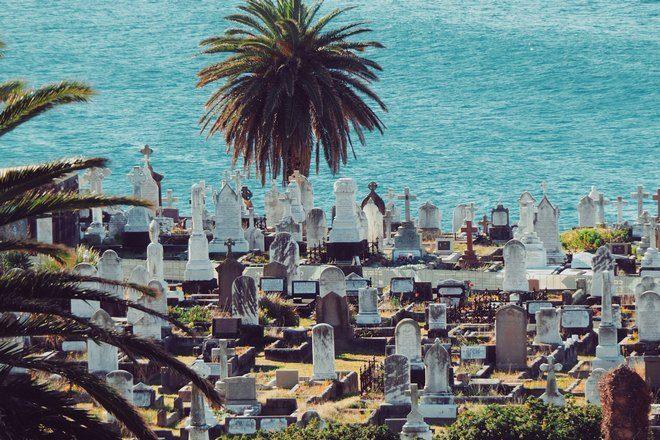 Кладбище у моря
