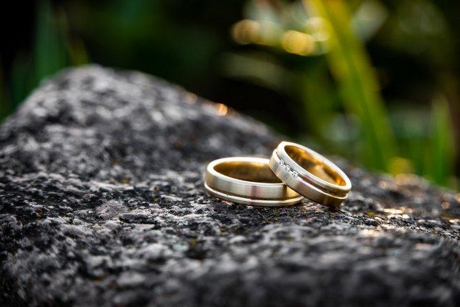 Кольца на камне