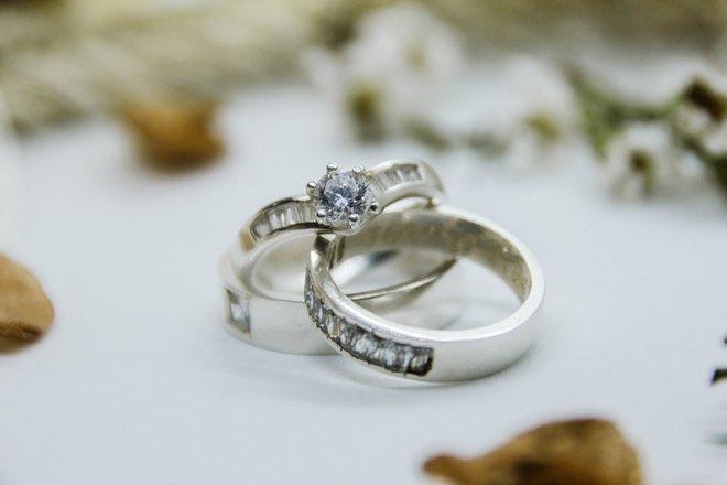 Материал кольца влияет на приметы