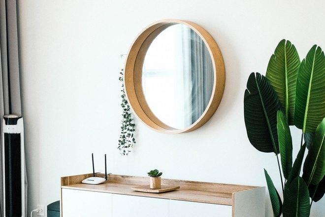 Отражение в круглом зеркале