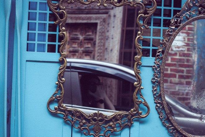 С зеркалом связно много суеверий