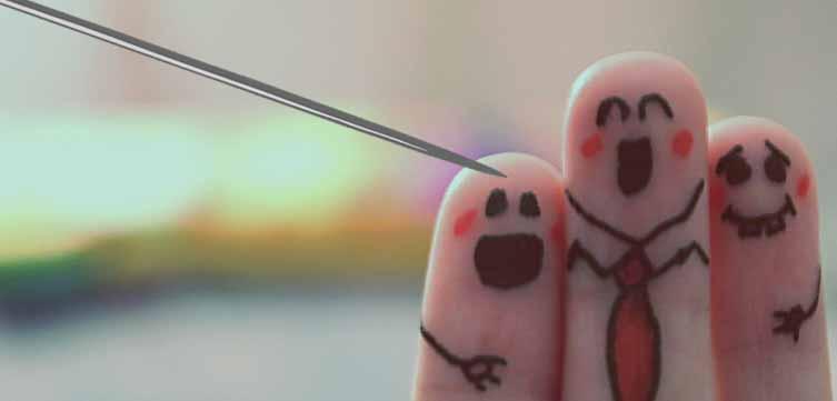 безымянный палец страдает
