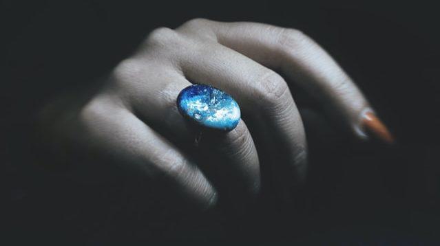 кольцо умершей девушки