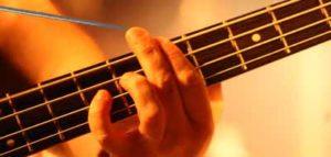 укололся когда играл на гитаре