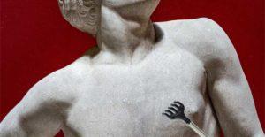 античный чух груди у мужчины