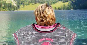 женщина на озере