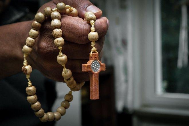 Крестик в правой руке