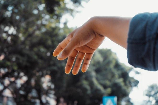 правая рука на улице