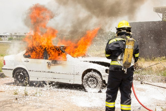 Тушение пожара в автомобиле