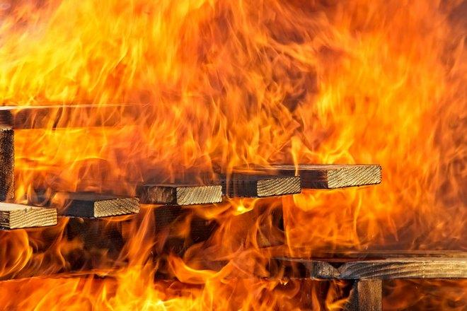 Остатки сгоревшего дома