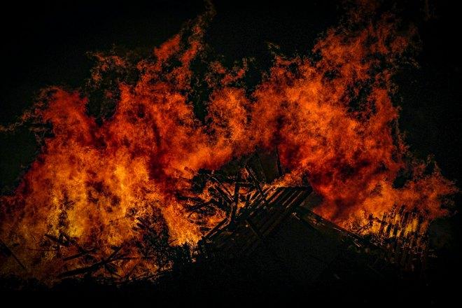 Пожар набрал силу