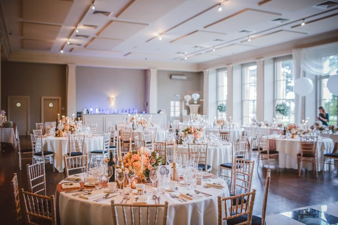 Приснился свадебный стол
