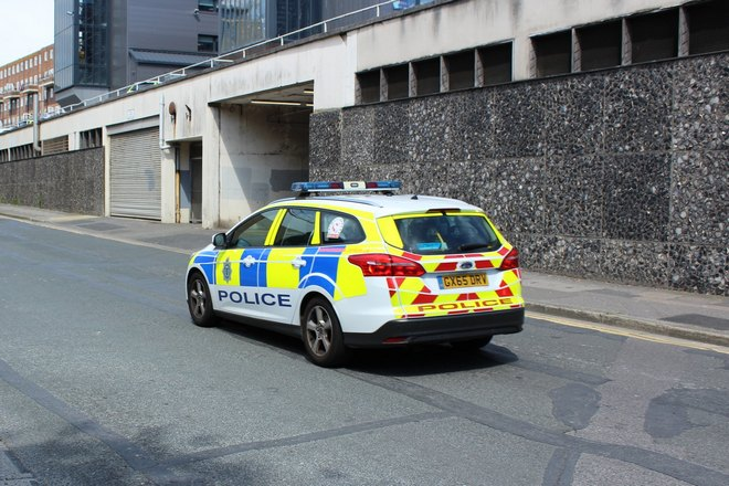 Полиция преследует угнанный автомобиль