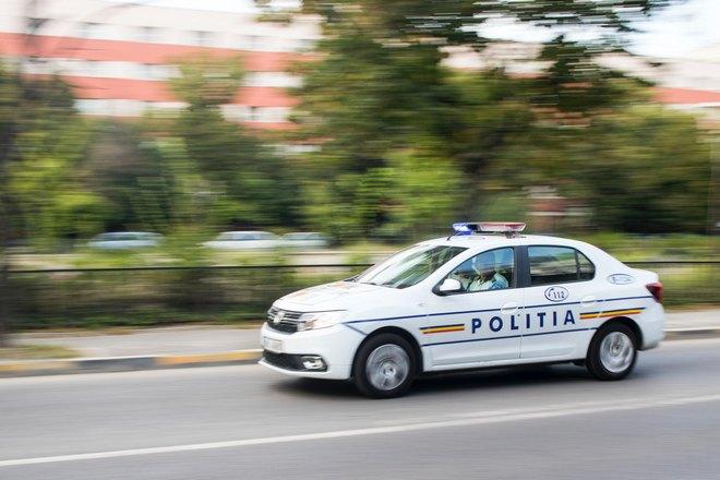 Полиция преследует угонщика
