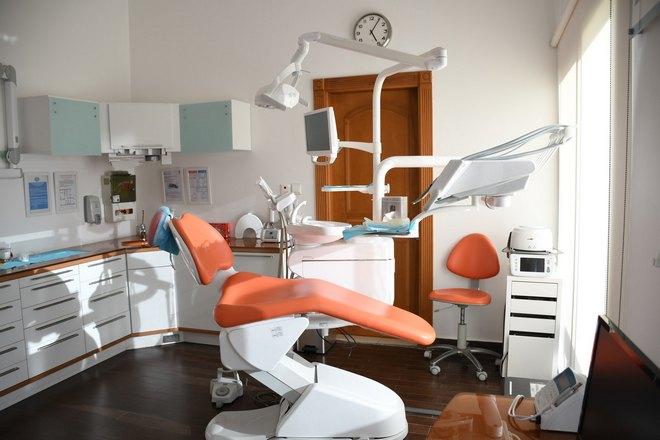 Приснилось, что зуб выпал в стоматологическом кабинете