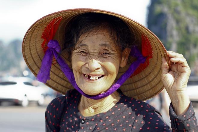 Снится женщина из Азии с выпавшими зубами