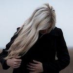 Приснилась девушка со светлыми волосами в темной одежде