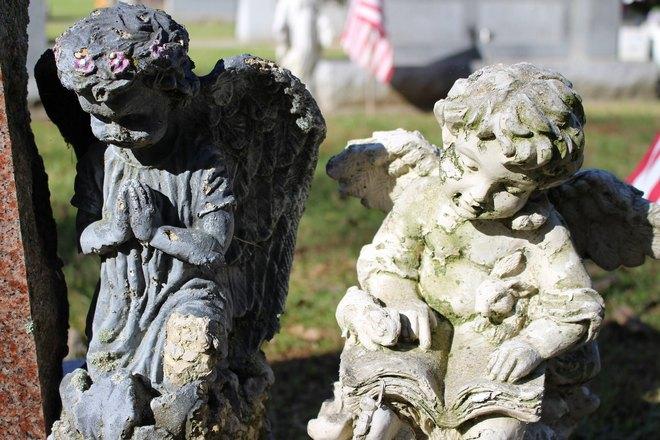 Кладбищенские скульптуры