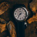 Часы в листьях