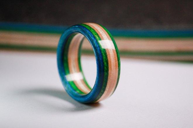 Необычная расцветка кольца