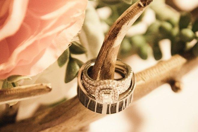 Кольцо на ветке