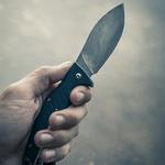 Нож в левой руке