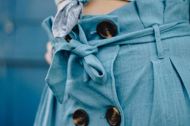 Пуговицы на женской одежде