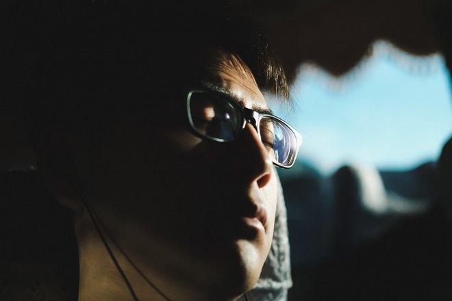 Приснился плач в очках