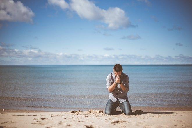 Приснился плач возле моря