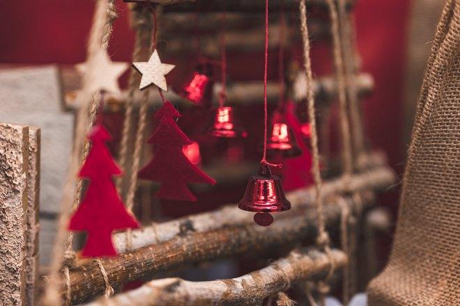 Красные елочки и колокольчики