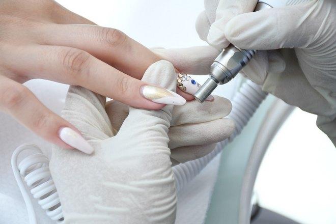 Проблема с ногтем на среднем пальце