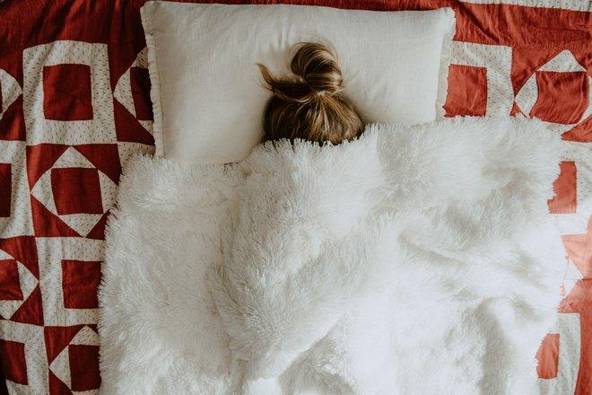 Сон под белым одеялом с понедельника на вторник