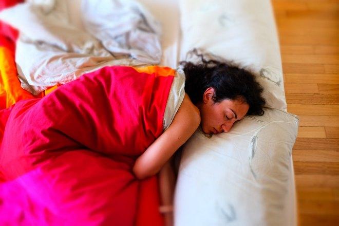 Сон с понедельника на вторник под ярким одеялом