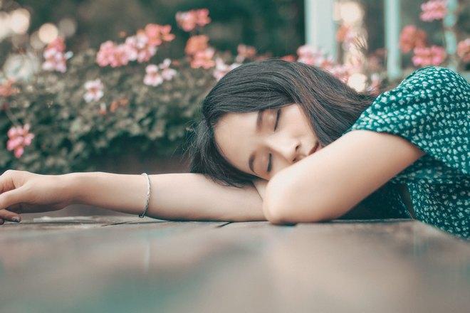 спит китаянка