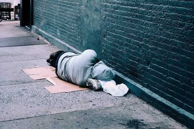 Кто-то спит на улице