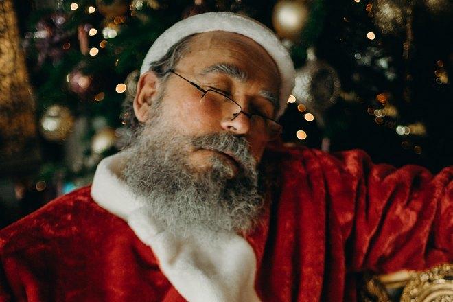 Спящий Санта Клаус