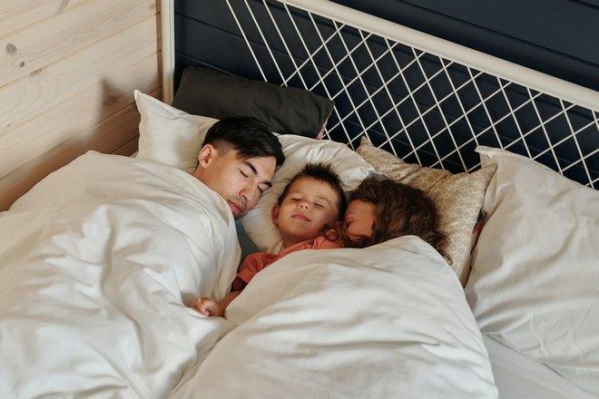 Спящая семья