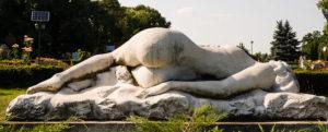 голое надгробие