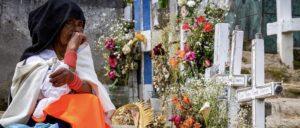 женщина на кладбище настоящая