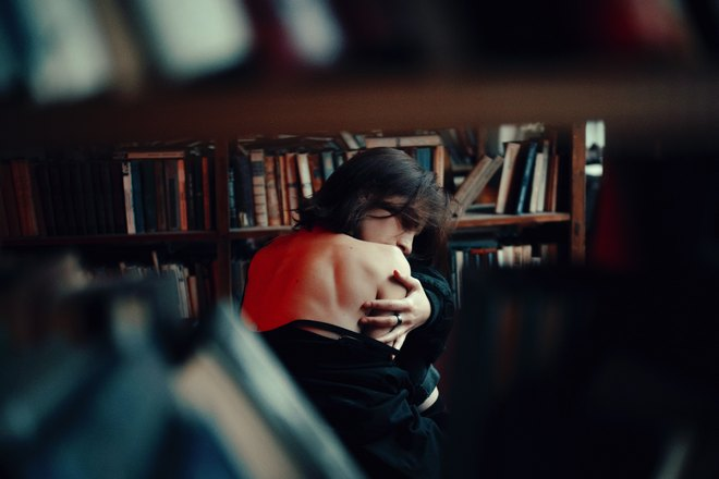 Чешется спина в библиотеке