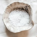 Соль в каменной солонке