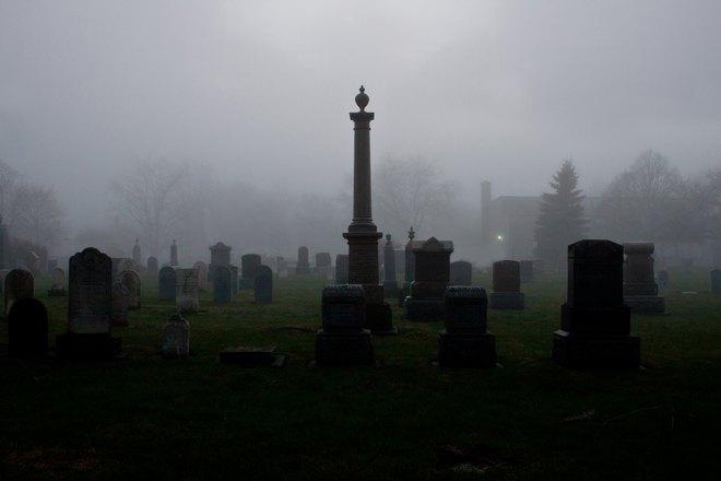 Кладбище в тумане