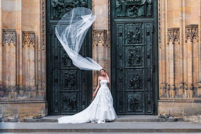 Невеста с длинной фатой