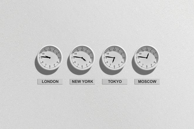 Все часы показывают разное время
