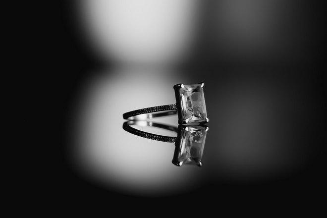 Кольцо с квадратной вставкой